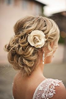 peinados-novias-flores-L-DUmwtA